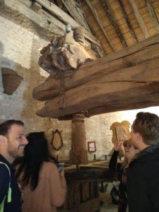 Luis en visite Wine Truck Paris au Clos du Roi à Coulanges la Vin euse Musée du vieux pressoir